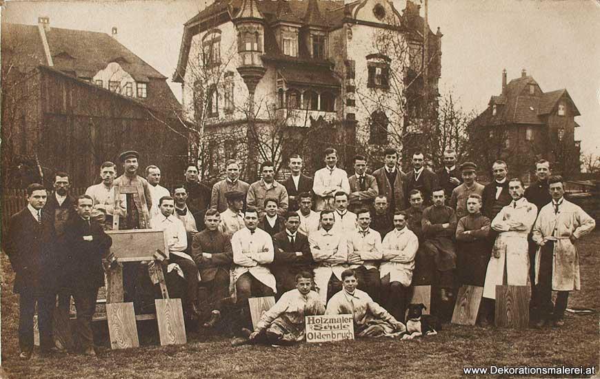 Historische Tapeten Hamburg : Gruppenfoto mit Maler: Holzmaler Schule Oldenbruch