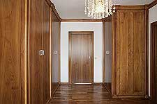 wood graining, walk in closet